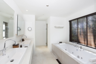 A cleaned bathroom from maid services